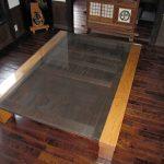 蔵戸をテーブルにリメイク:ガラス天板