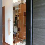 玄関壁面ミラー&ガラス棚