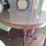 円形テーブルの上に強化フロートガラスをセットしたお客様