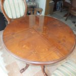 イタリア製テーブル(円形)の天板に強化ガラスをセットしたお客様