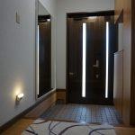 玄関にエクササイズミラー:大型パネルミラー/ホワイトを設置したお客様