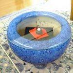 紺色の火鉢にガラスを設置されたお客様