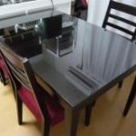 食卓のテーブルの天板に強化フロートガラスを設置されたお客様