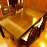 木製のダイニングテーブルの天板に強化ガラスをセットしたお客様