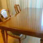 傷・汚れ防止にダイニングテーブルの天板に強化ガラスを置かれたお客様