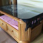 籐テーブルの天板に強化ガラスをセットされたお客様