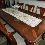 木製テーブルの上に強化ガラスを置かれたお客様