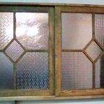 流れのあるガラス、泡入りガラスを組み合わせて飾り窓を作られたお客様