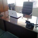 事務机の天板に強化フロートガラスを置かれたお客様