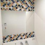 [施工]アジアンポップなタイルの洗面所に大きめの鏡を設置(大阪府八尾市K様)