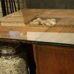 ワインボックス製(木製)のテーブルの上に強化ガラスを置かれたお客様
