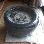 火鉢と切り株にフロートガラスを設置されたお客様